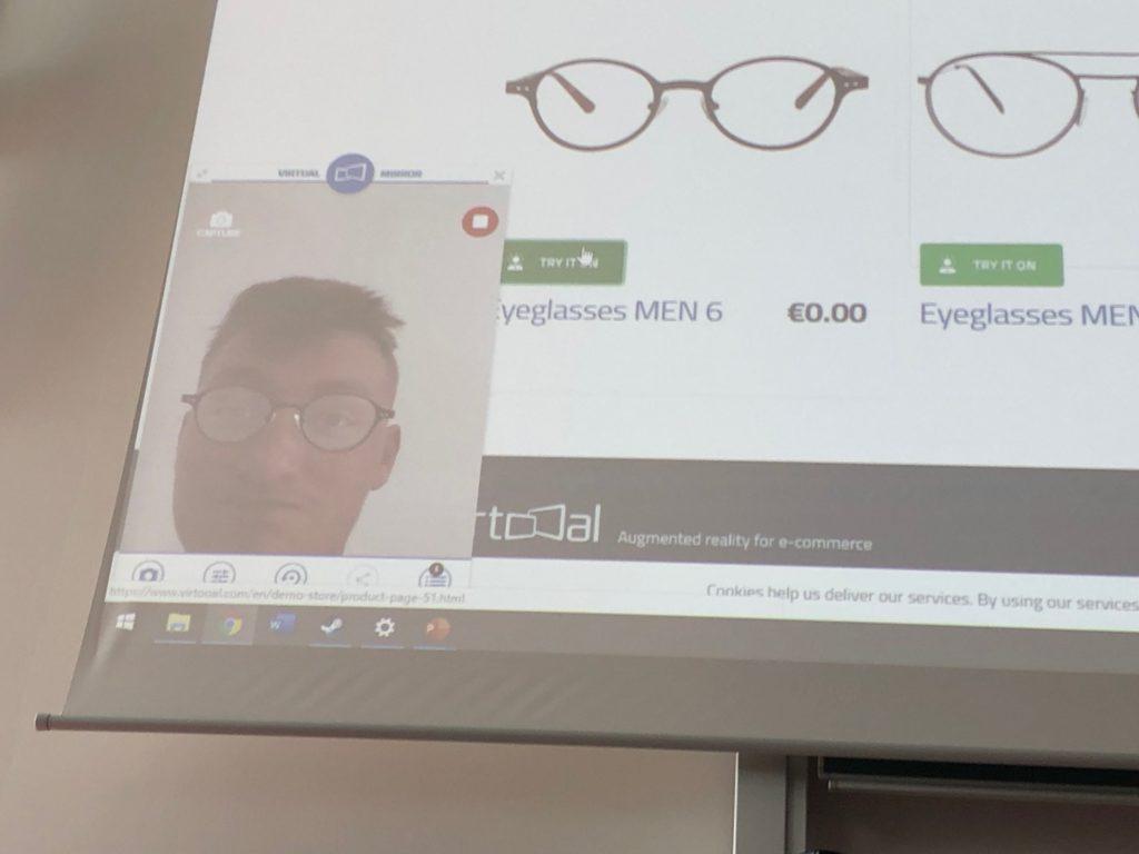 V rozšířené realitě si můžete vyzkoušet například brýle