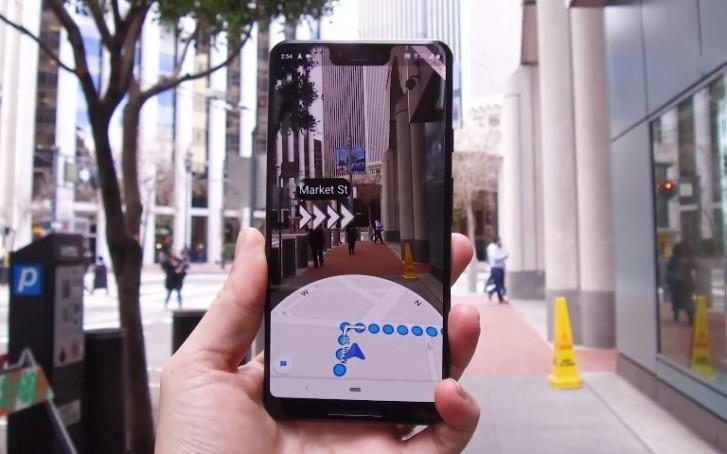 Ukázka AR funkce Live View pro Google Maps